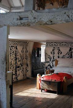 shakespeare's birthplace   elizabethan bedroom via lawton mull