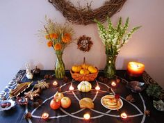 Pagan Altar Inspiration, Wiccan Decor, Witchy Room Ideas, W. Autel Wiccan, Wiccan Decor, Pagan Altar, Pagan Witch, Witchcraft, Magick, Mabon, Samhain Ritual, Autumnal Equinox
