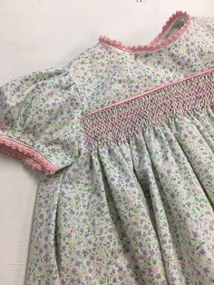 Smocked Baby Clothes, Girls Smocked Dresses, Little Girl Dresses, Baby Girl Dress Patterns, Baby Dress Design, Punto Smok, Smocking Patterns, Sewing Patterns, Baby Couture