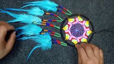 Dream Catcher Tutorial, Wall Hanging Crafts, Macrame Patterns, Paracord, Diy Tutorial, Dream Catchers, Beads, Bottle Lamps, Knot