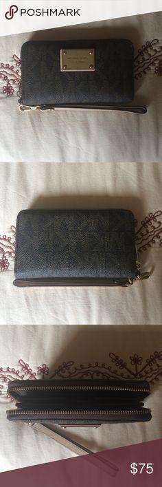 Michael Kors wallet/wristlet. Like new Michael Kors wallet/wristlet. Like new Michael Kors Bags Clutches & Wristlets