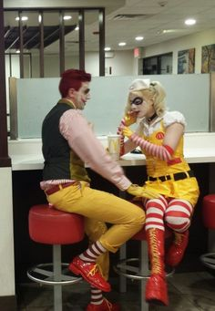 Harley Quinn and Joker cosplay Couples Cosplay, Cosplay Outfits, Cosplay Costumes, Harley Quinn Cosplay, Joker Cosplay, Joker And Harley Quinn, Harley Quinn Halloween, Couple Halloween, Amazing Cosplay