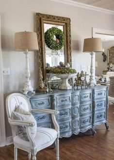 painted french provincial dresser living room furniture ideas table lamps - Home Decoration - Interior Design Ideas French Living Rooms, French Country Living Room, French Country Bedrooms, Country Farmhouse Decor, Primitive Country, Cross Country, Country Kitchen, French Country Rug, French Decor