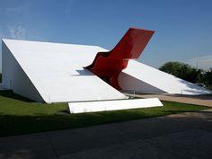 Dentre os nomes que fazem parte do seminário, estão os curadores da 31ª Bienal de São Paulo, Charles Esche e Galit Eilat. Além deles, o diretor artístico da próxima dOCUMENTA de Kassel, Adam Szymczyk, e muito mais.