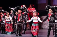 mexican culture In Mexico, Dia del Nio (Childrens Day) takes place each year on April and its a big deal! Mexican Costume, Mexican Outfit, Mexican Dresses, Mexican Traditional Clothing, Traditional Dresses, Mexican Art, Mexican Style, American Heritage Girls, Mexico Culture
