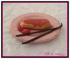 Eclairs à la crème pâtissière à la vanille et pralines roses