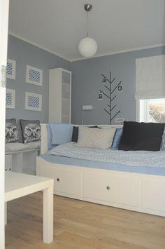blå/grått og hvitt jenterom Entryway Bench, Storage, Project, Room, Furniture, Anna, Home Decor, Google, Purse Storage
