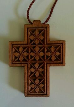 ::::♡ ♤ ♤ ✿⊱╮☼ ♧☾ PINTEREST.COM christiancross ☀❤ قطـﮧ ⁂ ⦿ ⥾ ⦿ ⁂ ❤U •♥•*⦿[†] :::: Chip carving cross.