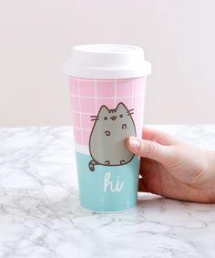 Pusheen Hi Bye Travel Mug – Hey Chickadee Gato Pusheen, Pusheen Love, Pusheen Shop, Pusheen Stuff, Bebidas Do Starbucks, Cat Merchandise, Plastic Mugs, Cute Cups, Kawaii Shop