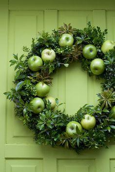 .apple wreath http://www.discoverlakelanier.com