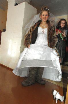 bride leaving church during Russian winter Russian Style, Russian Fashion, Russian Brides, Russian Winter, Girls Dresses, Flower Girl Dresses, Victorian, Wedding Dresses, People
