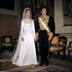 MANUEL PERTEGAZ diseñó el traje de boda de Carmen Martinez-Bordiu y el duque de Cádiz.