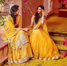 Book venues and decorators for your haldi ceremony with BookEventZ. Book Now ! Bridal Mehndi Dresses, Bridal Outfits, Bridal Lehenga, Pakistani Dresses, Indian Dresses, Lehenga Choli, Sarees, Anarkali, Mehndi Outfit
