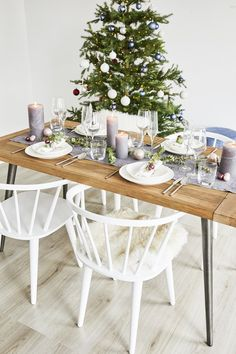 The Scandi style adds modern elegance to any Christmas table. - Scandinavian Design Trends - Have Best Home Decor ! Christmas Mood, Scandinavian Christmas, Scandinavian Design, Christmas Ideas, Diy Party Decorations, Christmas Decorations, Scandi Style, Christmas Scenes, Simple Shapes
