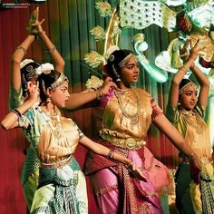 #indiaclassicaldance #kuchipudi #kuchipudidance #indiaigers #india_ig #india #artsy #hyderabad #dancers  #siliconandhra #dancing #instagood #dance #classic #indianclassical #culture #incredibleindia #performingarts  #dancerspose #instadance #picoftheday #natyatarangini by chandrakuchibhotla
