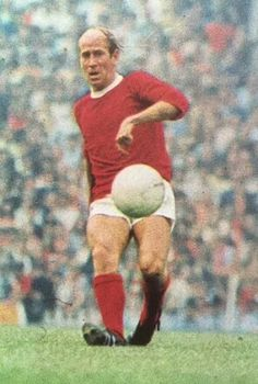 Bobby Charlton of Man Utd in Retro Football, Football Pictures, Vintage Football, Sport Football, Bobby Charlton, Football Memorabilia, Manchester United Football, Professional Football, Old Trafford