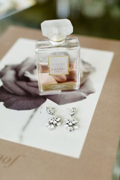 Pretty wedding accessories: http://www.stylemepretty.com/little-black-book-blog/2014/11/11/classic-washington-dc-military-wedding/ | Photography: Jana Williams - http://www.jana-williams.com/