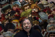 Alberto Corazón  mural de antifaces de la tienda de disfraces Menkes Medio siglo hablando con signos | Cultura | EL PAÍS