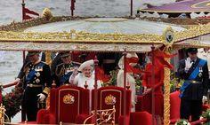 The Queen's diamond jubilee flotilla passes Chelsea Bridge #jubilee #london