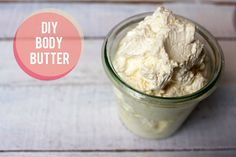 Homemade Body Butter Recipe - coconut oil and cocoa butter, yum! Less oily for a hand cream rather than body butter Homemade Body Butter, Shea Body Butter, Whipped Body Butter, Diy Cosmetic, Natural Beauty Recipes, Diy Lotion, Coconut Recipes, Sweet Almond Oil, Almond Joy
