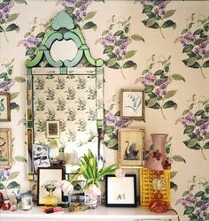 Dainty and romantic like Rowena Ravenclaw's diadem, this floral mirror is exactly the type of statement piece that members of this house would adore. Rowena Ravenclaw Diadem, Julianne Moore, Hogwarts Houses, Celebrity Houses, Venetian Mirrors, Colorful Decor, Diy Wall, Gallery Wall, Floral