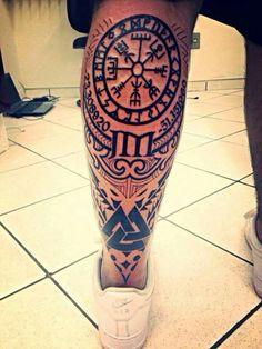 Resultado de imagem para tatuagem machado viking lobo