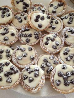 Mini Canoli Cups | lexbake ~ I'd use homemade pie crusts