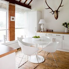 White dining - a key player in the scandi look and a perfect way to add retro/vintage with chairs
