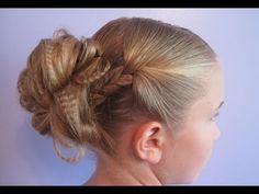Детская прическа с применением рифленого утюжка. Прически на длинные волосыhttp://www.youtube.com/watch?v=dsVe8wX6fbc