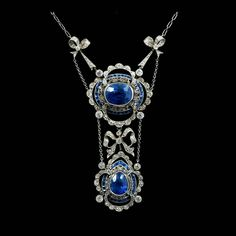 Fine early 20th Century Belle Époque sapphire & diamond necklace, the principle oval mixed cut cornflower blue sapphire estimated to weigh approx 8.66 cts, in millegrain collet setting & a border of calibre cut blue sapphires, with a further pear cut cornflower blue sapphire, approx 3.50 cts, all in millegrain setting, suspended from diamond set bows on a trace chain. Original fitted tooled leather case, by Carrington & Co.
