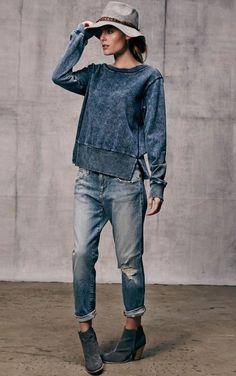 le sweatshirt femme en denim, chapeau en feutre gris Source by aimee_sittler Denim Fashion, Look Fashion, Winter Fashion, Womens Fashion, Fashion Trends, Petite Fashion, Guy Fashion, Fashion Shorts, Classy Fashion