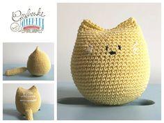Tunella's Geschenkeallerlei präsentiert: Vroni - gehäkelte Katze - verträgt viel Kinderliebe (drücken, knautschen, wuzeln, schmusen erwünscht) #TunellasGeschenkeallerlei #Häkelei #Katze #Baby #Geschenk Straw Bag, Bags, Crochet Stuffed Animals, Baby Favors, Cats, Handbags, Bag, Totes, Hand Bags