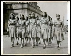 "Sept Manila, Philippines, "" Girls of the Women's Auxiliary Service march."" is the caption of this AP photo. Hetalia Philippines, Philippines People, Philippines Culture, Manila Philippines, Philippine Women, Philippine Art, Ww2 Photos, Cool Photos, Interesting Photos"
