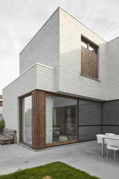 PVN architect - tijdloze woning met kapsalon - lichte gevelsteen en houten gevelbekleding