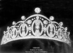 The term Vasa refers to the nine almost art deco-like diamond motifs used in this tiara and relates to the Vasa family symbol. The family ruled Sweden way before the current Bernadotte Family, the last Vasa monarch was Queen Christina who chose to go into exile in 1654.