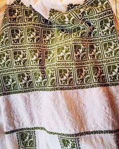 Desăvârșită Gorj Folk Embroidery, Traditional Outfits, Romania, Costumes, Quilts, Crochet, Instagram, Fashion, Craft