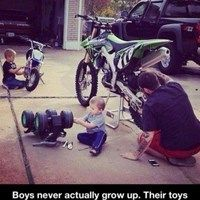 Funny pictures about Boys Never Grow Up. Oh, and cool pics about Boys Never Grow Up. Also, Boys Never Grow Up photos. Image Moto, Funny Images, Funny Pictures, Funny Pics, Funny Stuff, Random Stuff, Dirt Bike Quotes, Rage Comic, Never Grow Up