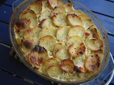 Lohikiusaus on yksinkertainen mutta maukas arkiruoka. Finnish Recipes, Tasty, Yummy Food, Sweet And Salty, Bon Appetit, Food Inspiration, Potato Salad, Cauliflower, Macaroni And Cheese