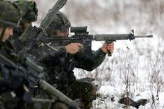 Canadian Army Soldiers from the Royal 22e Régiment fire their C7A2 assault rifles during Exercise CASTOR AGUERRI, December 2015.