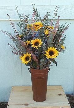 For Rustic Wedding decor Love this but in galvanized! 2019 For Rustic Wedding decor Love this but in galvanized! The post For Rustic Wedding decor Love this but in galvanized! 2019 appeared first on Floral Decor. Sunflower Floral Arrangements, Spring Flower Arrangements, Wedding Arrangements, Garden Types, Diy Garden, Deco Floral, Arte Floral, Church Flowers, Spring Flowers