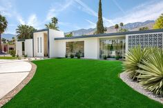 Deepwell is a residential project in the Deepwell Ranch Estates in Palm Springs, California, by H3K Design.