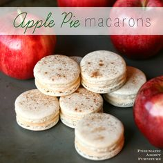 If you like apple pie, you'll love these rich and fruity French macarons. Apple Pie Recipes, Baking Recipes, Cookie Recipes, Dessert Recipes, Apple Pies, Pecan Pies, Fall Recipes, Meringue Desserts, Just Desserts