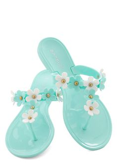 clearwater beach, white flowers, fashion shoes, girl fashion, summer travel, daisies, sandals, girls shoes, daisi sandal