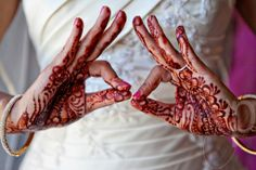 ENTERTAINMENT - Henna is a traditional Indian  Middle Eastern tattoo artwork. Guests will be excited to experience the art on their body and learn about the art work and why it's such an important customs. It is fun and interactive for the guests.