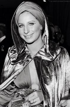 "Barbra Streisand attends the London premiere of ""Funny Lady"" 24 Avril, Hello Gorgeous, Beautiful, Stunning Women, Barbra Streisand, Pretty Photos, American Singers, Famous People, Cool Pictures"