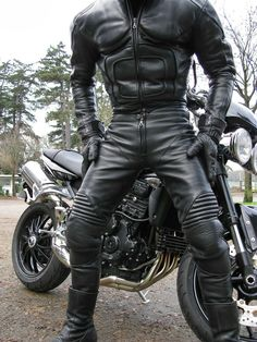 punkerskinhead:  dutchleather:  Future outfit ;-)  great looking black leather biker suit