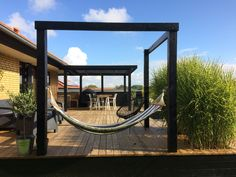 Træterrasse, rum, bjælker, Garden dreams Top Decking Ideas - An Ode To a Beautiful Garden Yes, it is Backyard Patio Designs, Backyard Landscaping, Outdoor Spaces, Outdoor Living, Wooden Terrace, Big Garden, Backyard Makeover, Garden Inspiration, Porches