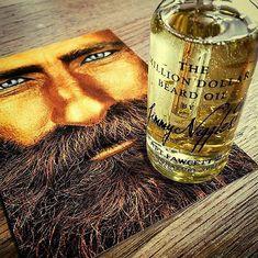 """""""Far over the Misty Mountains cold, to find our long-forgotten gold"""" Eriline kombinatsioon habemeõlist ja kullatükkidest Captain Fawcettilt."""