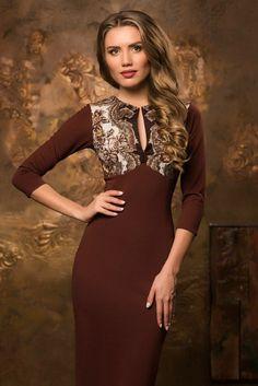 Короткое коричневое платье футляр в стиле А-ЛЯ РУСС