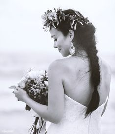 Back of a bride holding a bouquet of flowers | free image by rawpixel.com / Chanikarn Thongsupa Beach Groom, Black And White Design, Black And White Portraits, Wedding Season, Newlyweds, Beautiful Bride, Royalty Free Images, Getting Married, Wedding Ceremony